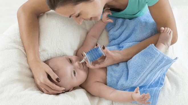 Промывание носика малышу